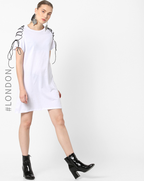 Cotton Shift Dress With Laced Raglan Sleeves By Glamorous ( White )