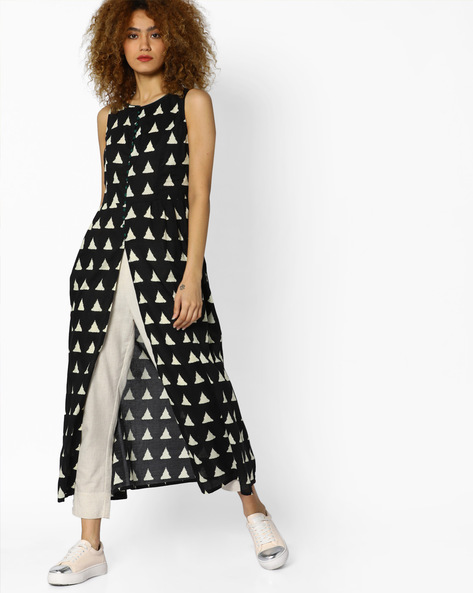 Geometric Print Sleeveless Kurta By AJIO ( Black )