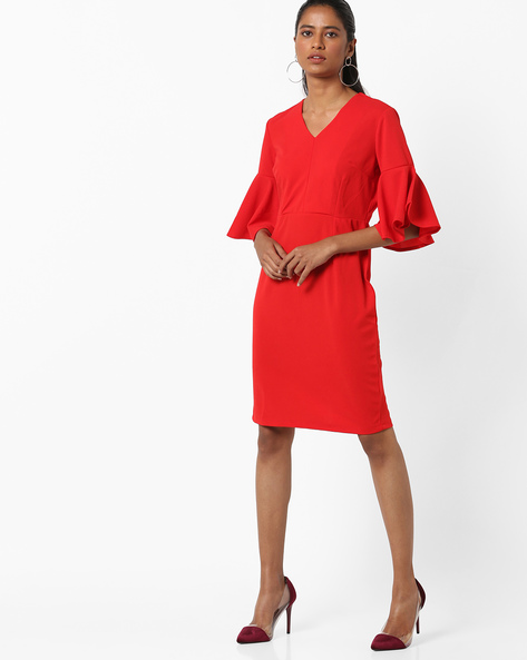 Panelled Sheath Dress With Bell Sleeves By AJIO ( Red )