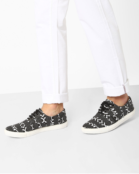 Aztec Print Lace-Up Sneakers By Knotty Derby ( Blackwhite )