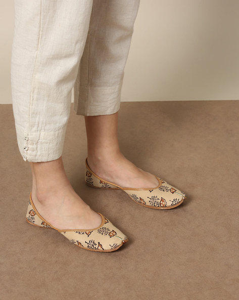 Pure Leather Juttis With Handblock Print Fabric Upper By Indie Picks ( Beige )