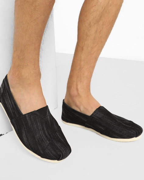 Panelled Slip-On Casual Shoes By AJIO ( Black )