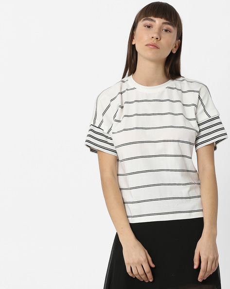 Striped Top With Extended Sleeves By Teamspirit ( Black )
