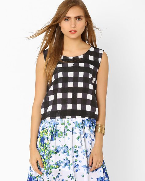 Checked Sleeveless Top By AJIO ( Black )