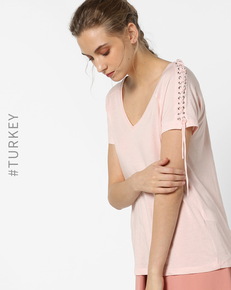V-neck T-shirt With Lace-Up Sleeves By TRENDYOL ( Pink )