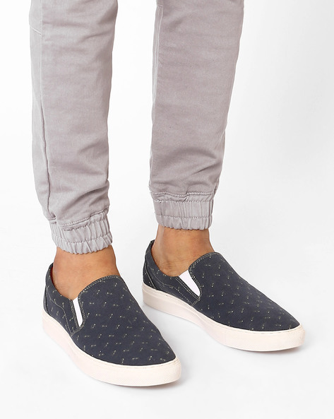 Printed N9-Treated Canvas Slip-Ons By AJIO ( Navy )