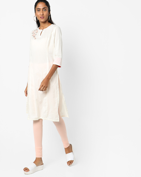 Straight Kurta With Floral Embroidery By AJIO ( Offwhite )