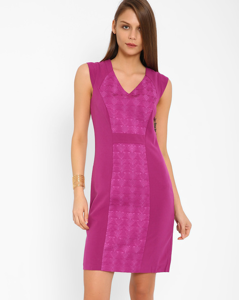 Jacquard Panelled Sheath Dress By AJIO ( Fuchia )