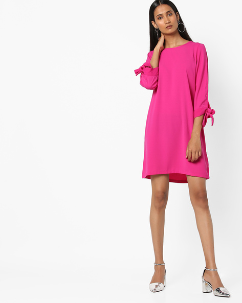 Shift Dress With Cut-Out Sleeves By AJIO ( Fuschia )
