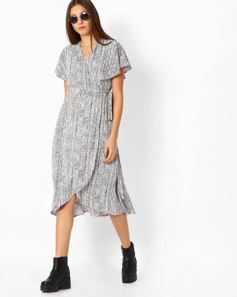 Printed Wrap Dress By Femella ( White )