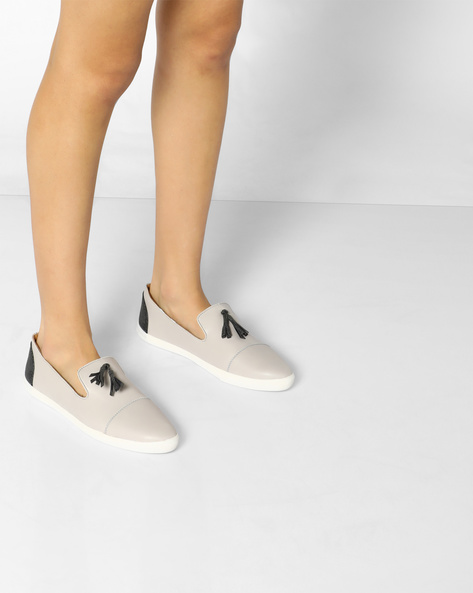 Panelled Slip-Ons With Tassels By AJIO ( Grey )